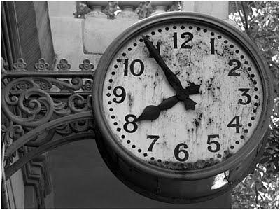 Resultado de imagen de relojes antiguos en blanco y negro